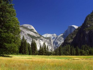Yosemite_Valley_with_Half_Dome_in_the_distance